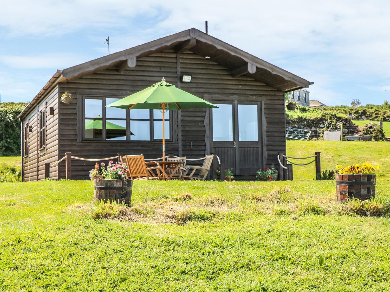 Holiday Cottage Reviews for Cabin - Holiday Cottage in Penryn, Cornwall Inc Scilly