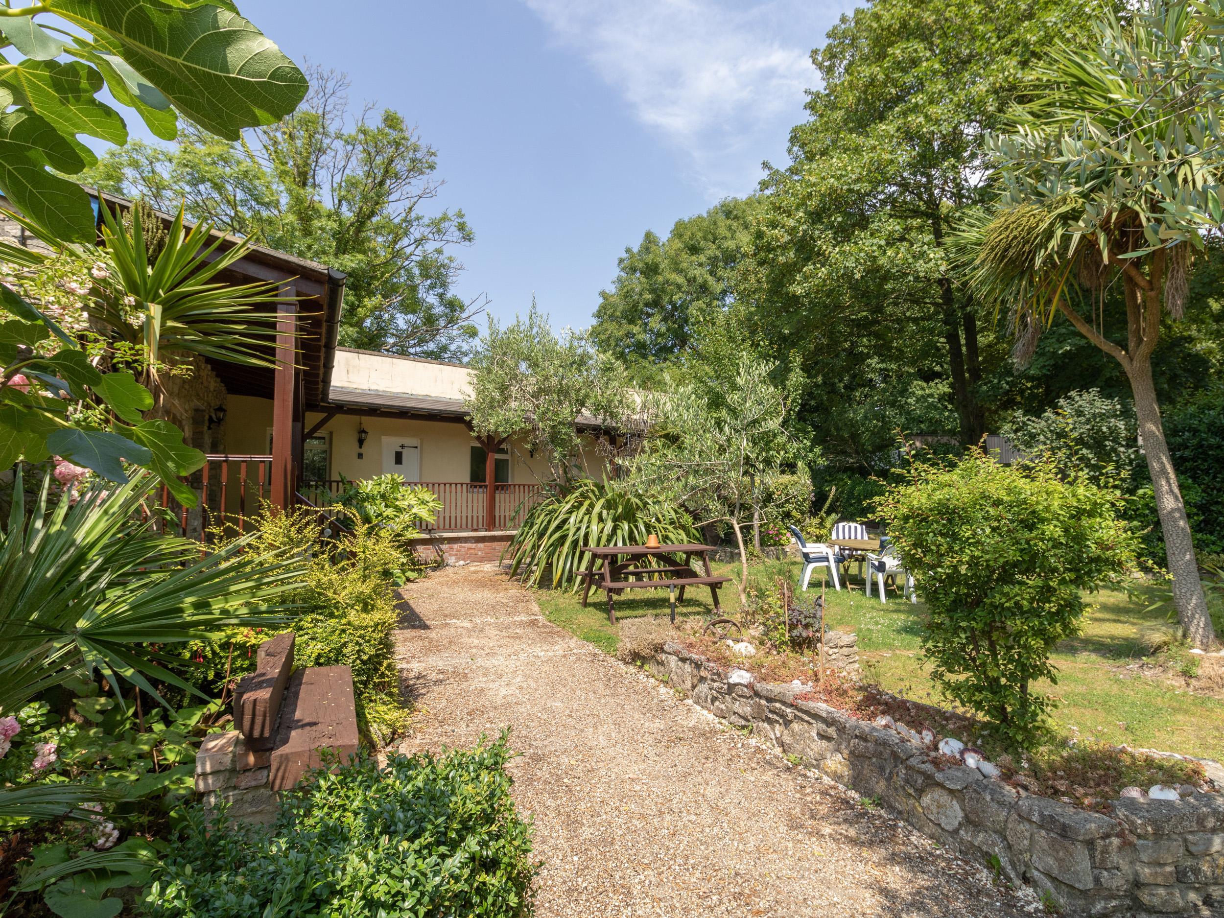 Riverhouse Lodge