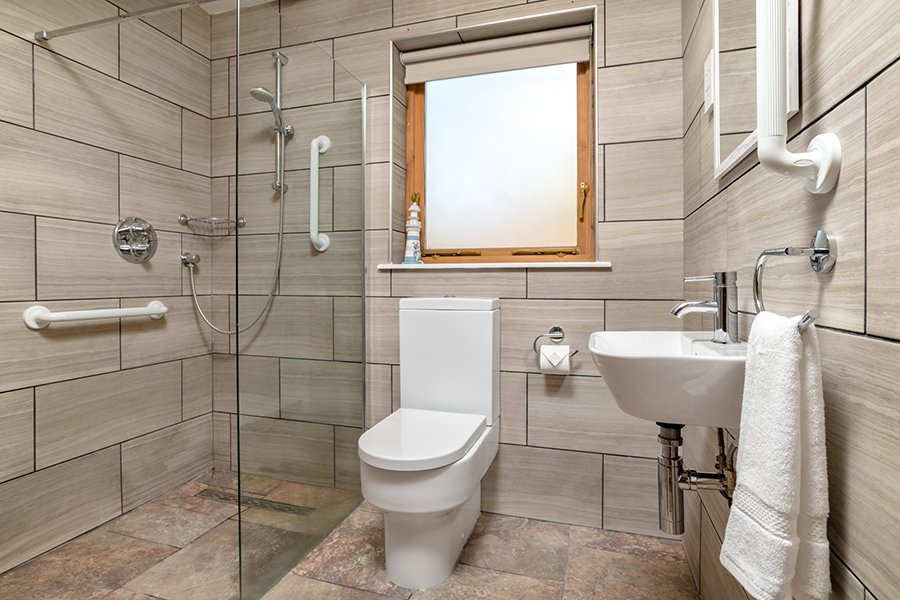 Selfcateringballater Bathroom4