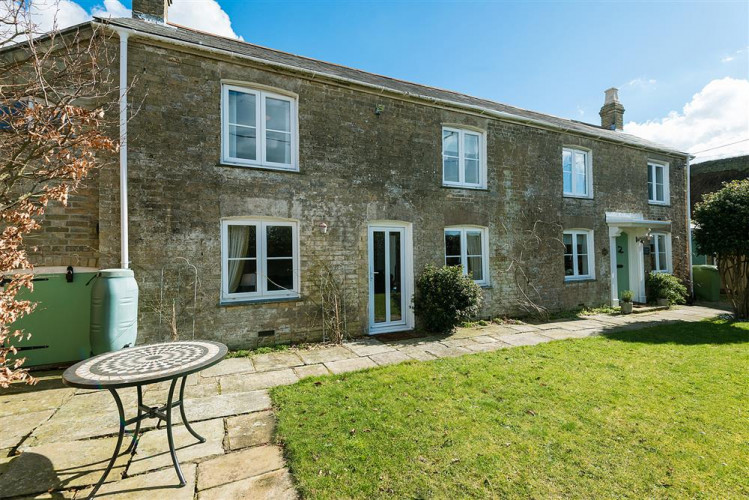 Holiday Cottage Reviews for Shell Seekers - Self Catering Property in Lymington, Hampshire
