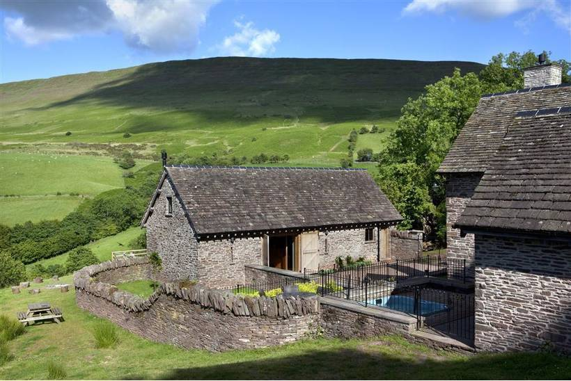 The House In The Hills Hay Bluff11