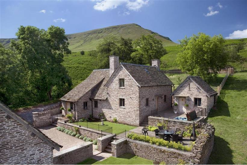 The House In The Hills Hay Bluff17
