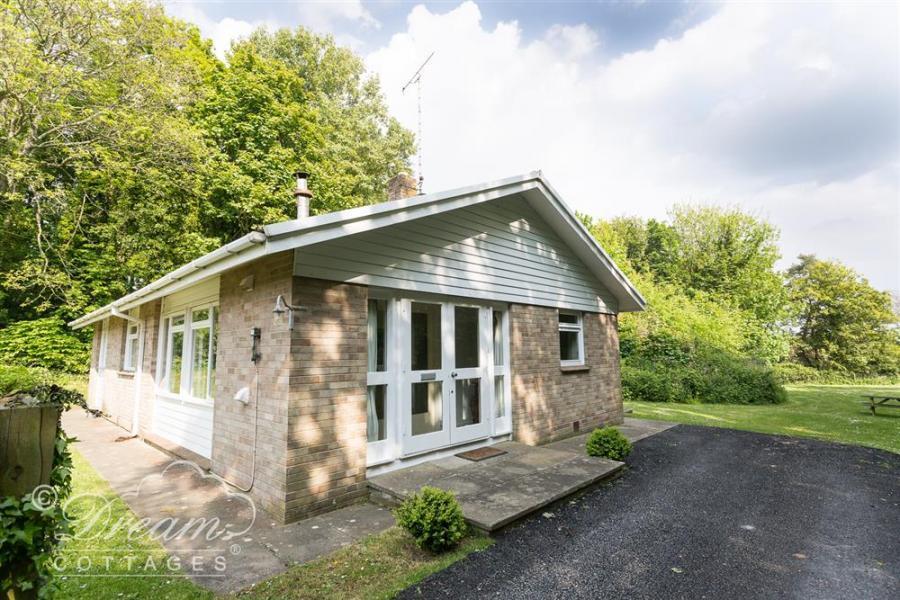 Woodlands Cottage Ringstead Bay13